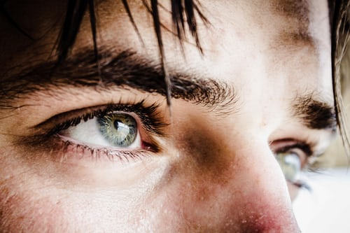 Is colour blindness a hereditary disease ?